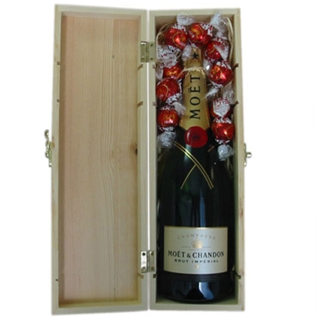 Moet and Chocolates Gift Box - Valentine's Day